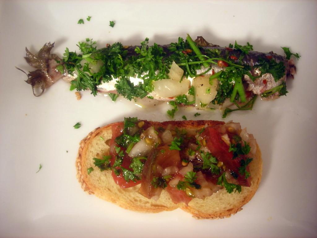 Marinated sardines, semolina bread, tomato and onion salad