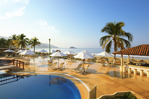 Krystal Ixtapa - Beach and pool