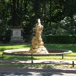 1. Der Großfürstenplatz im Berliner Tiergarten mit dem Tritonbrunnen 2012.