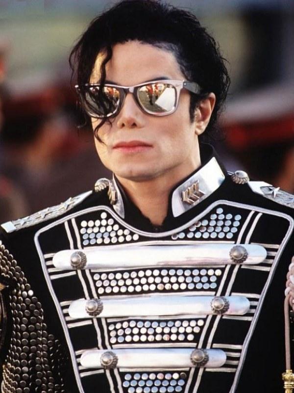 Майкл Джексон продолжает зарабатывать после смерти | 66 фото