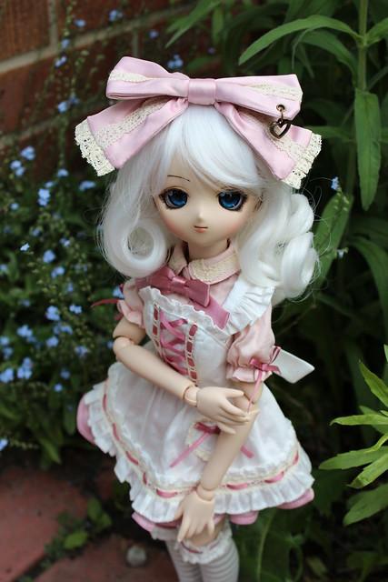 Médée - Little Lolita in the Garden