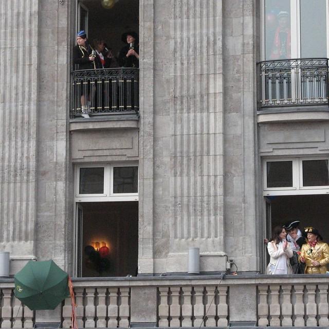 royals-and-riots