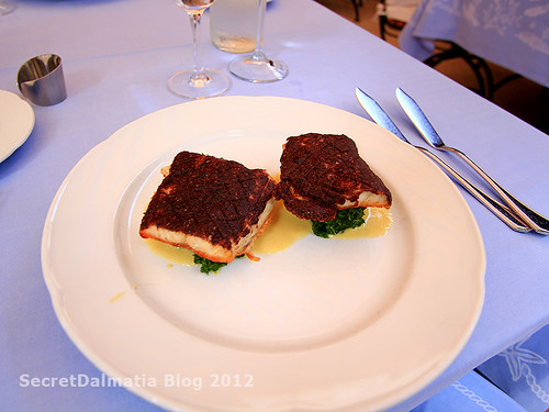 Sea bream filet in olive paste