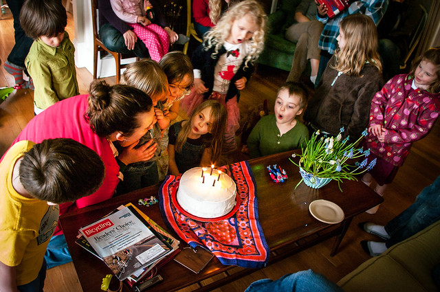 sadie's 5th birthday cake crowd 8