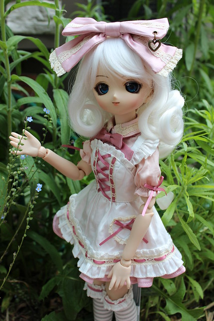 Médée - Little Lolita in the Garden