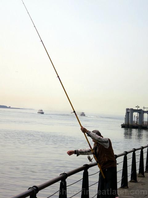 Tamsui, Taipei- man fishing 2