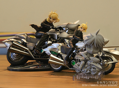 All Saber: Zero version figurines are displayed