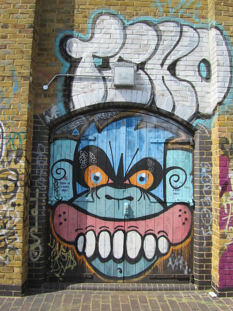 Graffiti - Mighty Mo & Sweet Toof