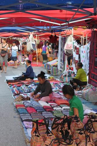 20120127_2797_handicrafts-market