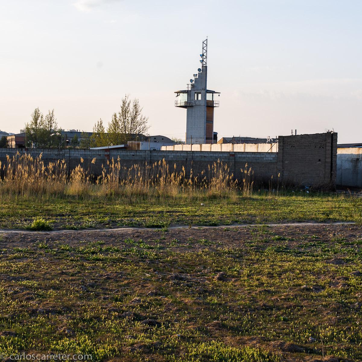 Torre con antenas