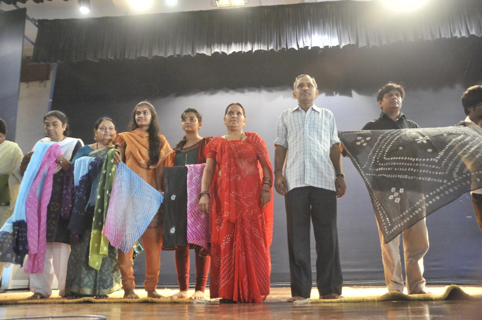 Tie & Dye / Leheriya Technique - Smt Ram Kanya Devi & Babu Lal Chippa