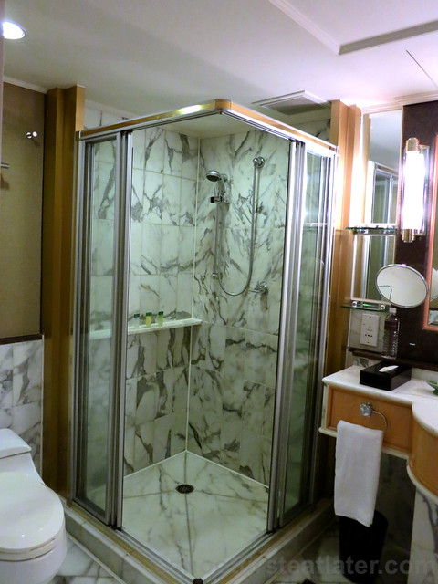 Grand Hyatt Taipei- shower