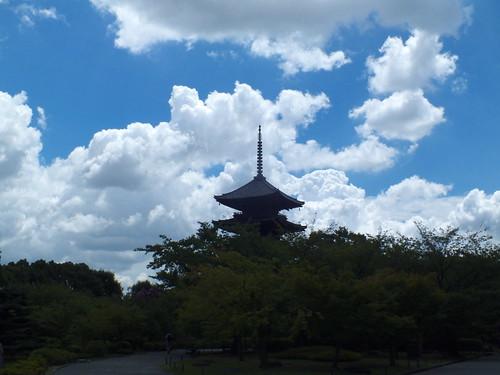 夏の空と五重塔