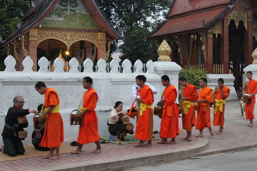 20120131_3286_monks-procession