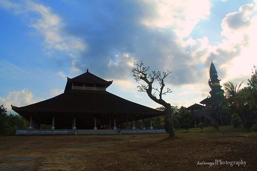 Wantilan-Pura-Jagatnatha