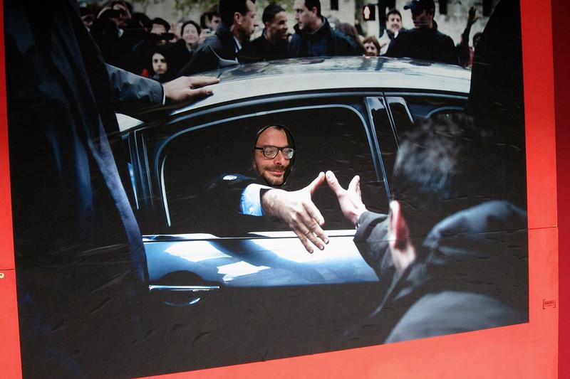 """Guillaume Binet se laisse photographier dans son propre """"cliché de campagne"""" - © Razak"""