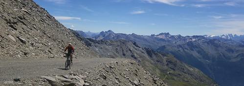Approaching Col de Rosael