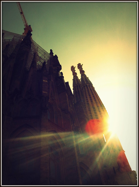 La Sagrada Familia in the sun, Barcelona, Spain por Stephen Wheeler