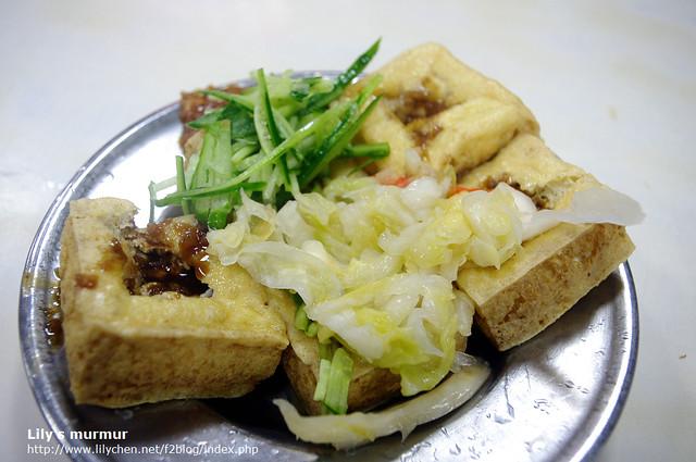正老牌麵線糊的臭豆腐,配黃瓜絲很特別,但我覺得不是太搭。豆腐要是再酥脆點會更好。