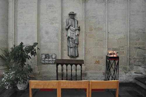 2012.04.29.153 - MECHELEN - Sint-Romboutskathedraal - Standbeeld van Pater Damiaan