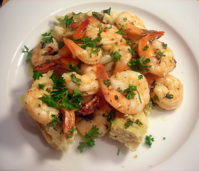 Baked shrimp with garlic and parsley, homemade bread