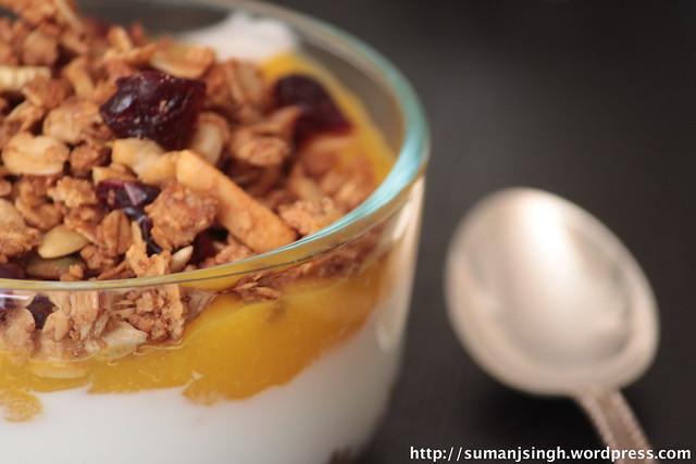 Granola-Yogurt-Mango Parfait