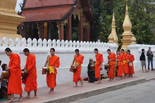 20120131_3280_monks-procession