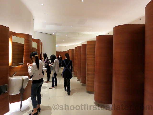 restroom in Pacific Place Mall, Hong Kong-007