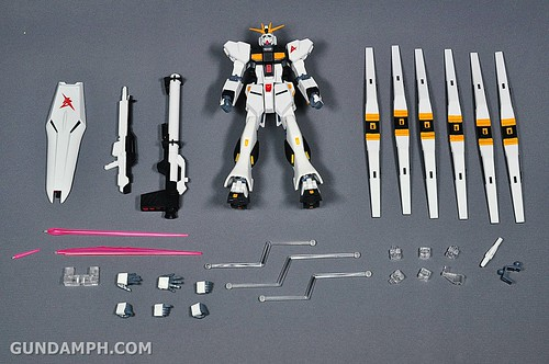 Robot Damashii Nu Gundam & Full Extension Set Review (13)