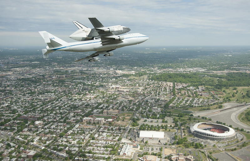 Space Shuttle Discovery DC Fly-Over (201204170009HQ)