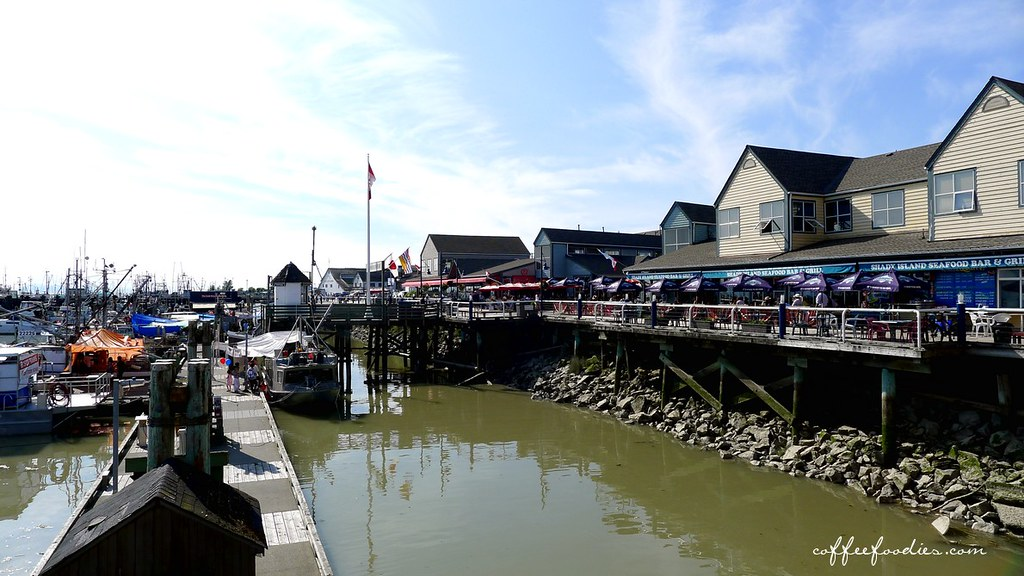 BLUE CANOE Waterfront Restaurant Steveston Richmond 0001