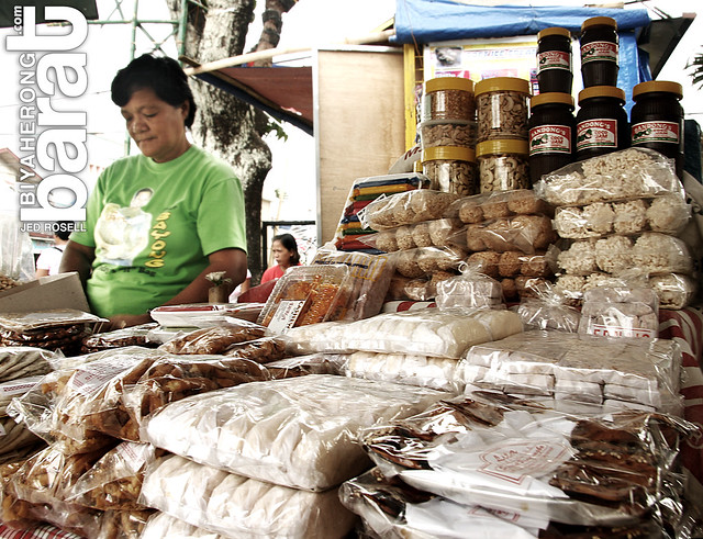 vendors in antipolo selling local delicacies
