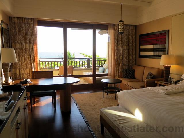 Shangri-La's Boracay Resort & Spa- deluxe seaview room-001