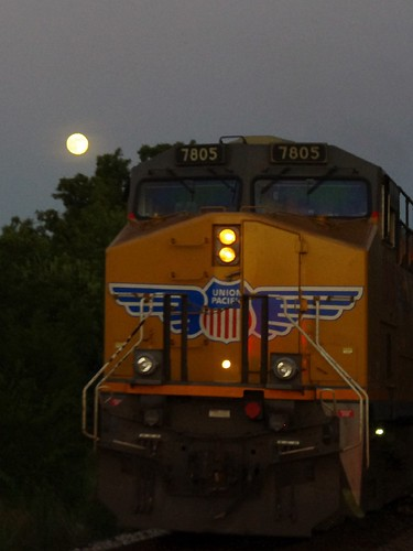Moonin' a movin' train