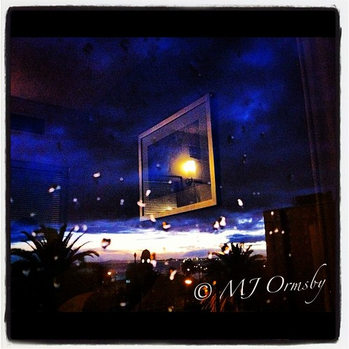 Window sparkles #nightlife
