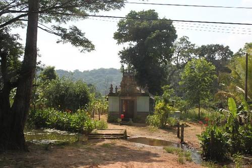 20130114_7078-roadside-shrine_Vga