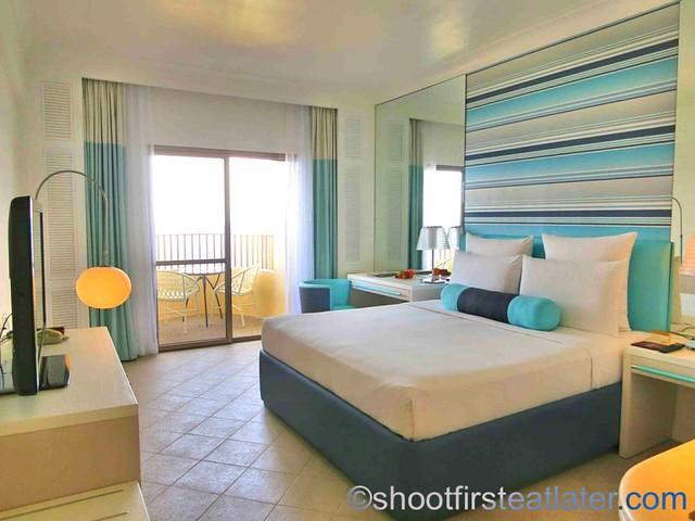 Mövenpick Hotel Mactan - Deluxe Ocean Front Room  1 king bed