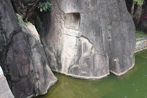 20130114_6990-elephant-carvings_Vga