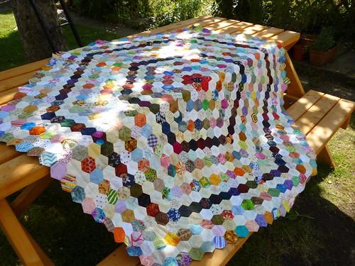 hexagon quilt is no picnic