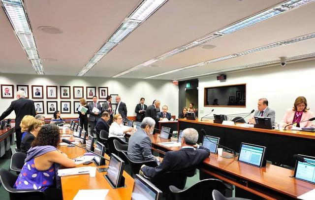 Reunião da Comissão - Créditos Zeca Ribeiro