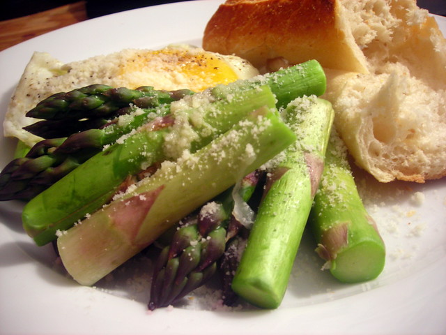Asparagus, eggs and cheese