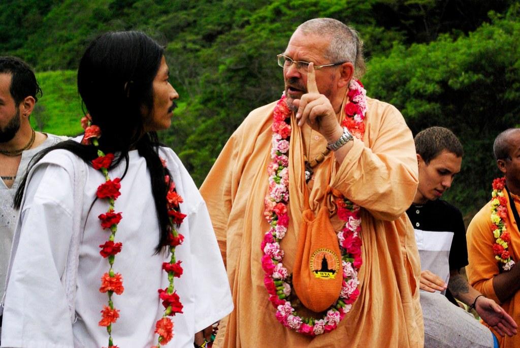 Paramadwaiti Swami junto a Lwntana Nakoggi