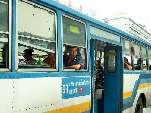 懷念這樣沒有冷氣的巴士,涼快多了。