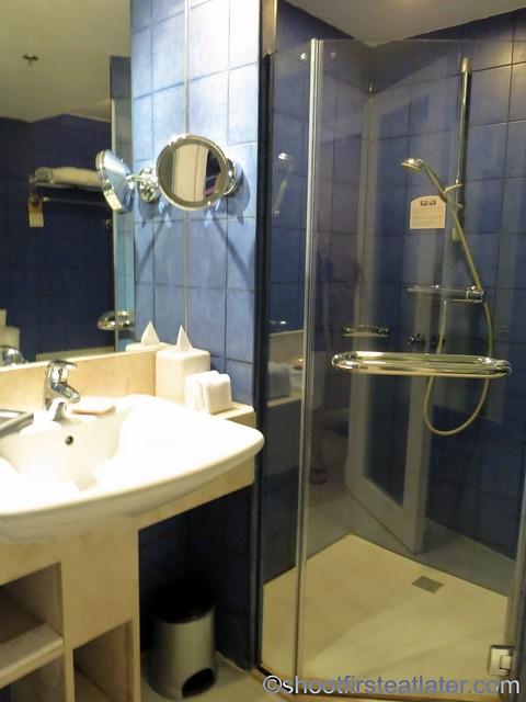 Mövenpick Hotel Mactan - Deluxe Ocean Front Room  1 king bed-002