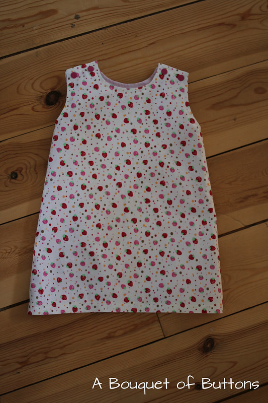 babyjurk, baby dress, strawberry, aardbeien, de droomfabriek, small dream factory