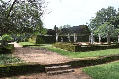 20130113_6797-Polonnaruwa-Potgul-Vihara_Vga
