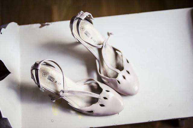Skorna är liiite trånga i tårna dock – hur gör man med det  Promenerar i  blöta strumpor  Lägger i en påse med vatten och in med dem i ... 4a4d5a4bfa437