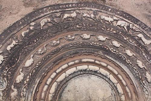 20130114_7038-Anuradhapura-moon-stone_Vga