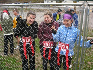 Nicola, Kristen and Mei in the starting cage