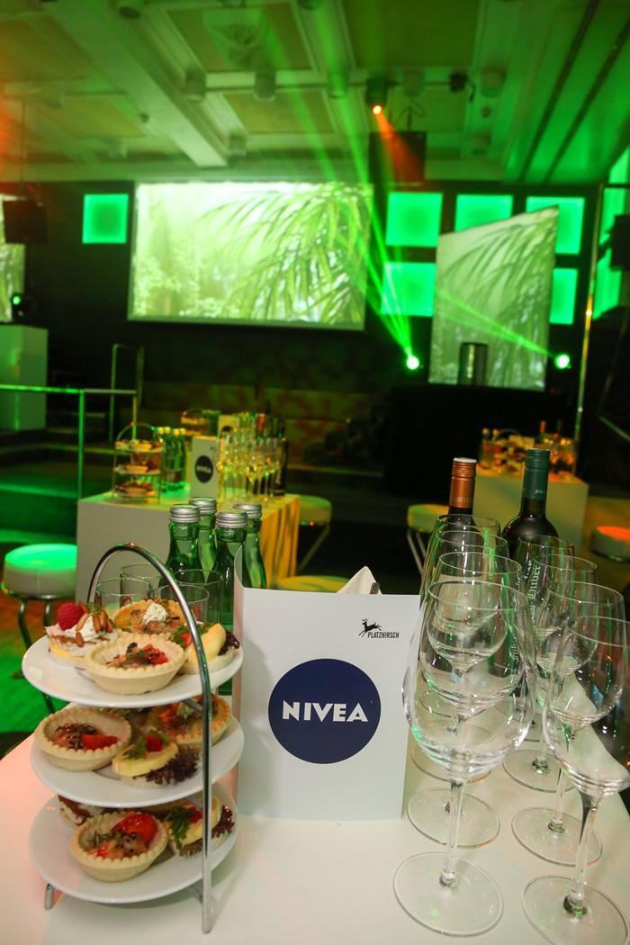 NIVEA Protect & Shave Stehtisch Bühne
